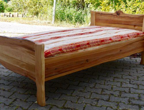 Bett aus Elsbeere  100×200  Preis 1.800 €
