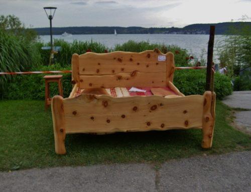 Zirbenbett aus Zirbe, vor dem Bodensee, sehr stabil aus starkem Holz gefertigt (5cm)  180×200  Preis 4.200 €